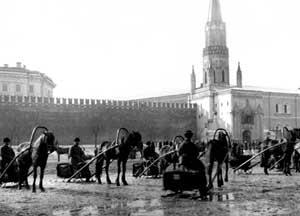 Правительство переехало в Москву