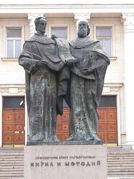 Памятник Кириллу и Мефодию в Софийской библиотеке
